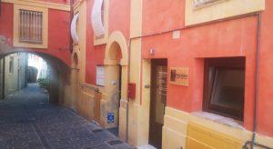 Vicolo Iacometti, di fianco Piazza Leopardi